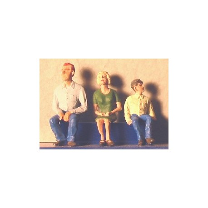 Famille assise (figurines non peintes)