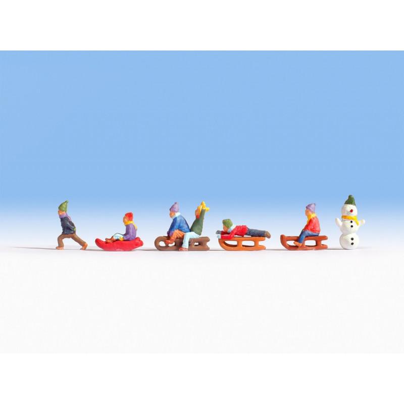 HO/ Enfants jouant sur la neige
